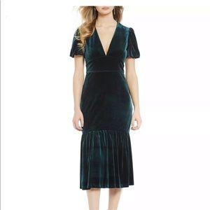 NWT gem-green velvet Gianni Bini midi length dress